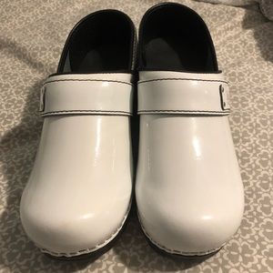 Nursing clogs